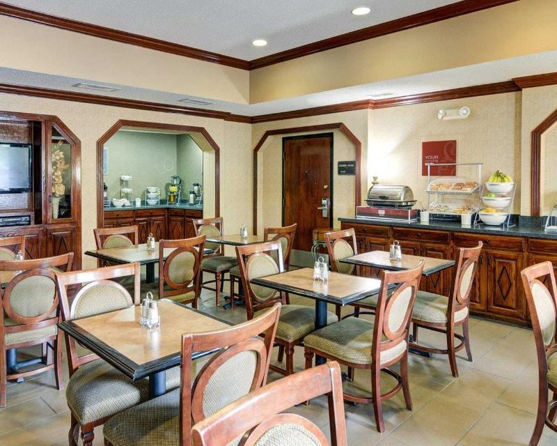 Comfort Inn & Suites near Hendrix College - Restaurant - 12