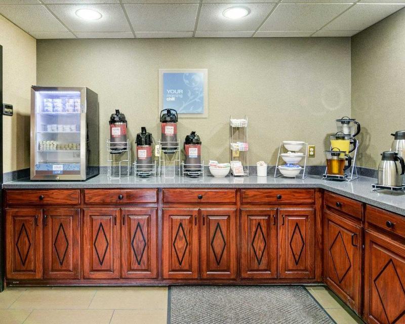 Comfort Inn & Suites near Hendrix College - Restaurant - 11