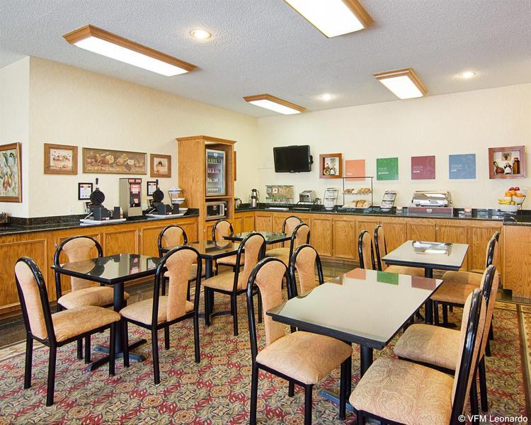 Comfort Inn & Suites West - Hotel - 1