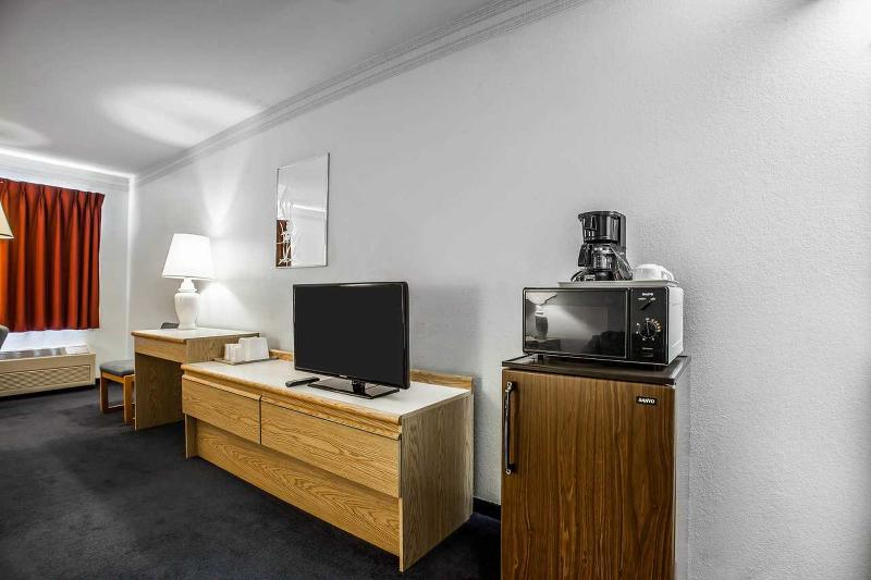 Econo Lodge - Room - 9
