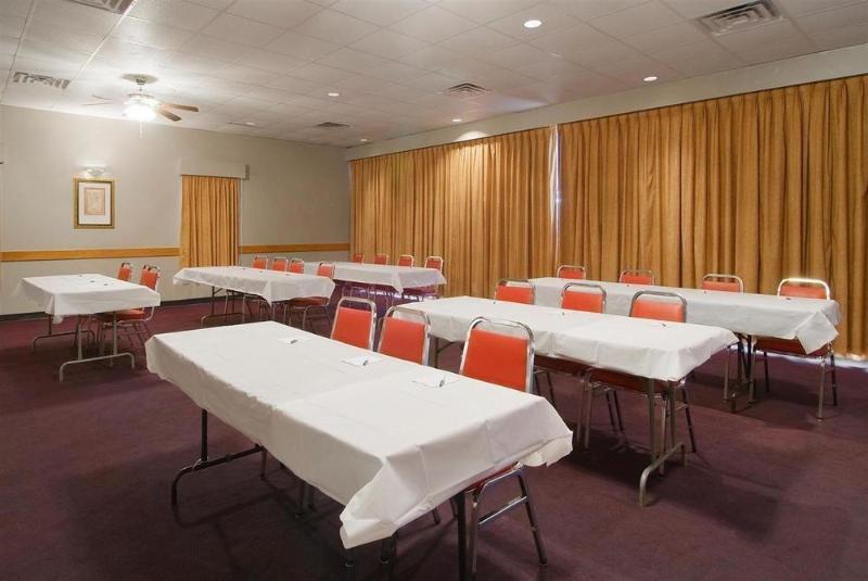 Econo Lodge Inn & Suites - Hotel - 2