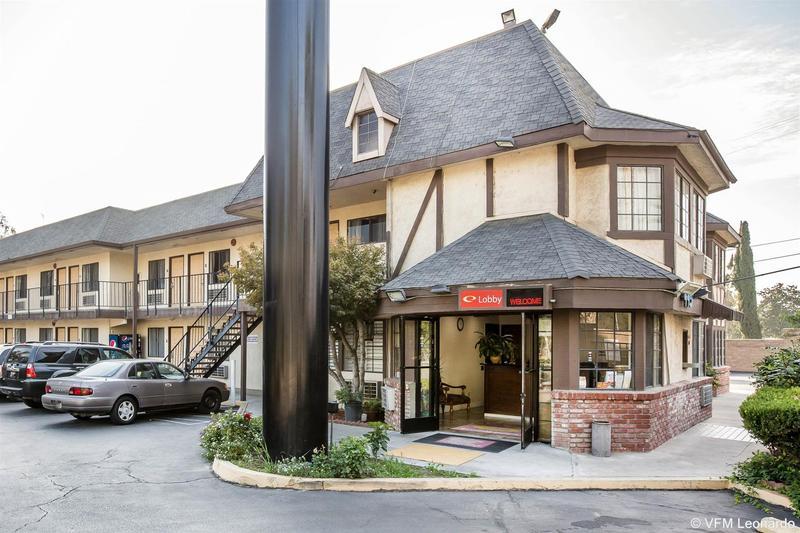 Motel 6 Fresno - Belmont Ave - Hotel - 0