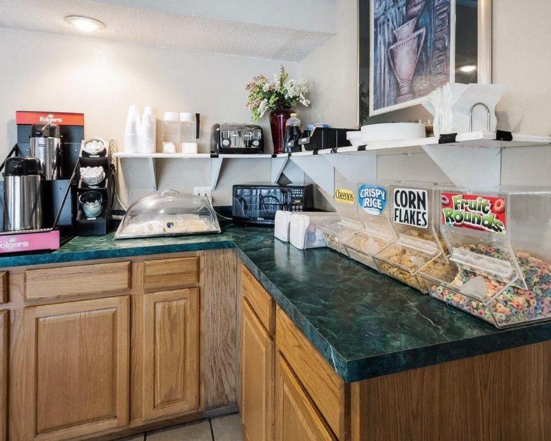 Rodeway Inn & Suites - Hotel - 1