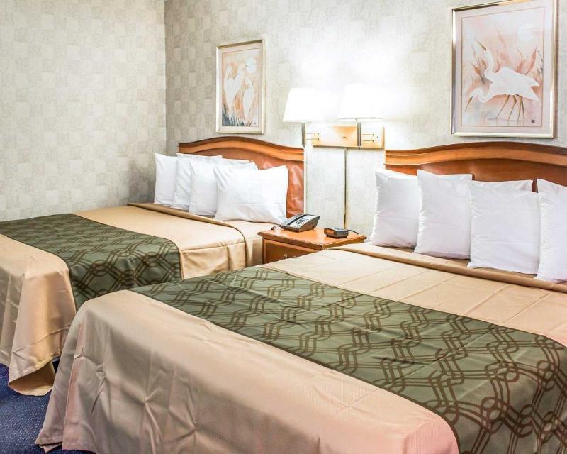 Econo Lodge - Room - 7