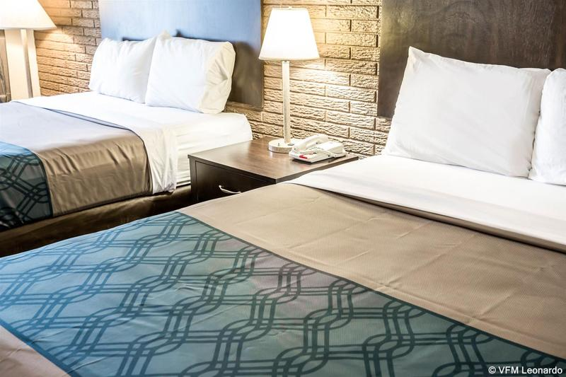 Econo Lodge  Inn & Suites - Hotel - 1
