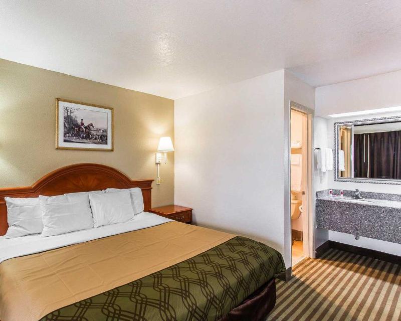 Econo Lodge - Room - 9