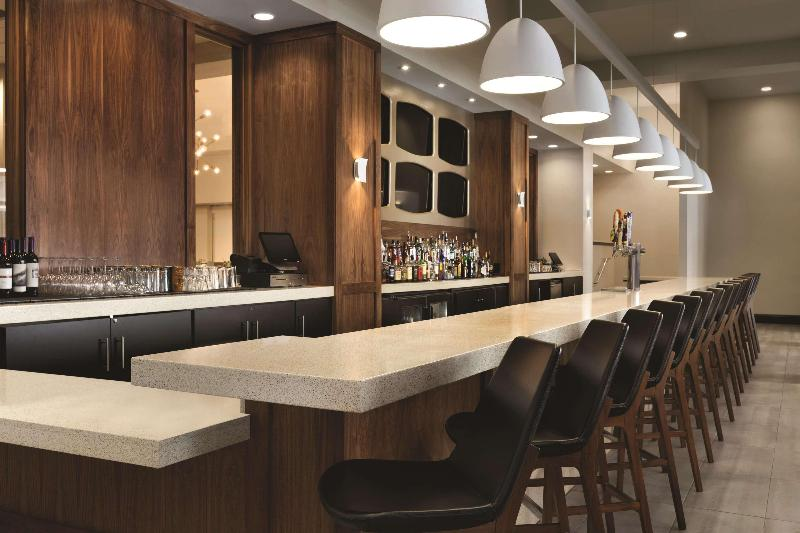 DoubleTree by Hilton Atlanta Downtown - Bar - 3