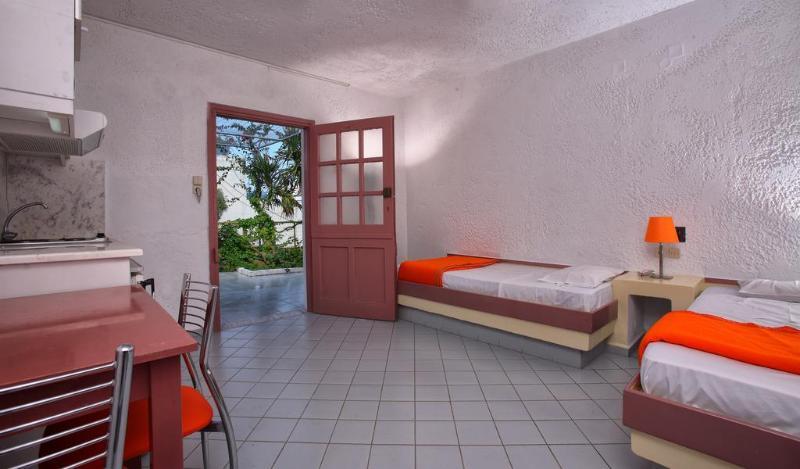 Stelva Villas - Room - 9