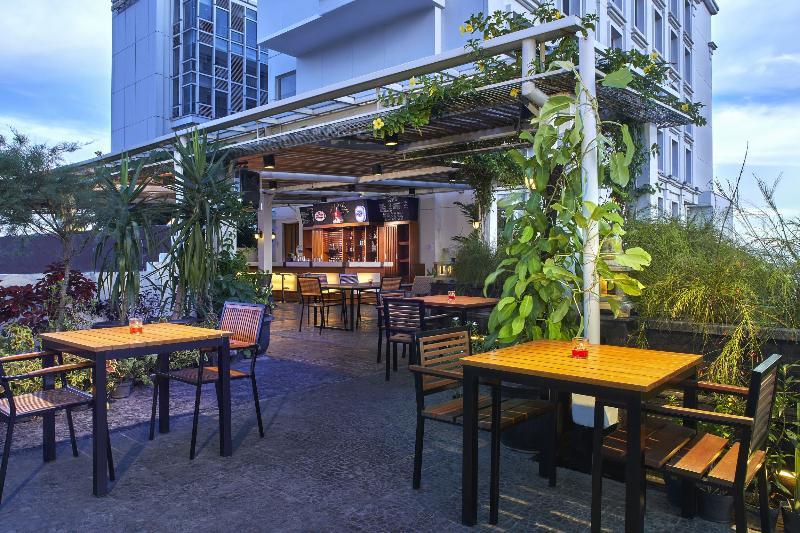 Bar Jambuluwuk Malioboro Hotel Yogyakarta