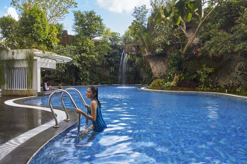 Pool Jambuluwuk Malioboro Hotel Yogyakarta