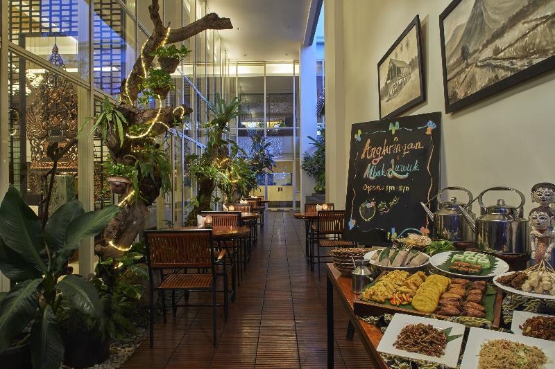 Restaurant Jambuluwuk Malioboro Hotel Yogyakarta