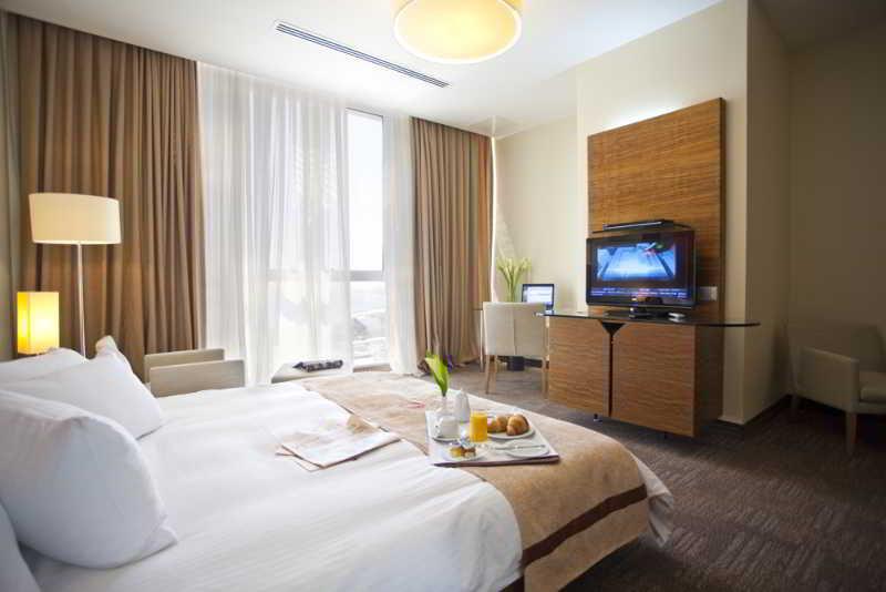 Room Landmark Hotel