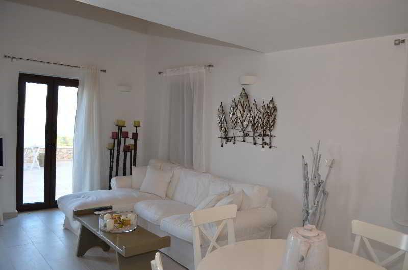 Room Ftenagia Villas