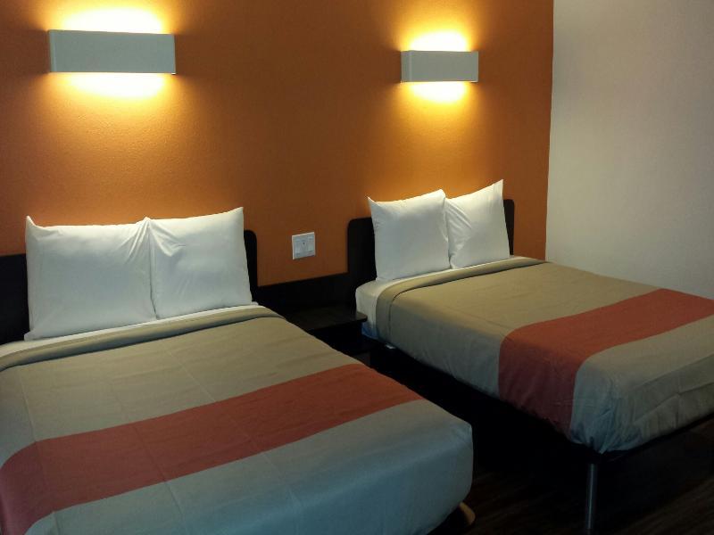 Motel 6 Oceanside Marina - Hotel - 0