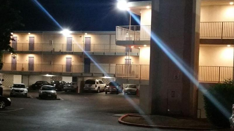 Motel 6 Oceanside Marina - Hotel - 2