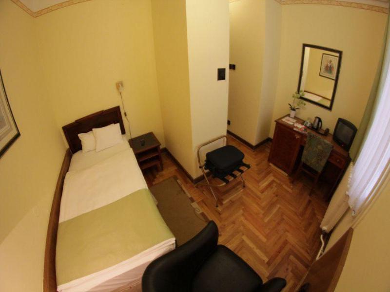 Room Metro