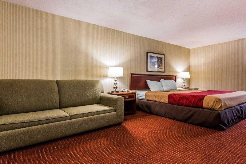 Econo Lodge  Inn & Suites East - Room - 7
