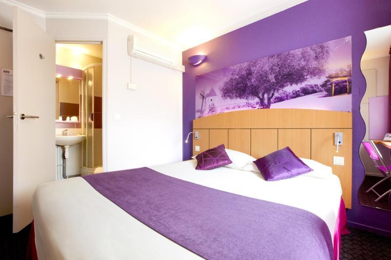 Room Kyriad Arles
