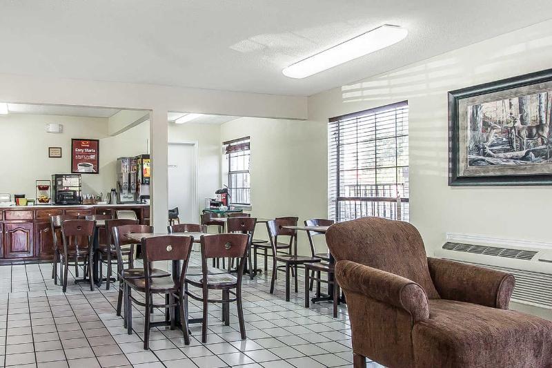Econo Lodge - Restaurant - 12