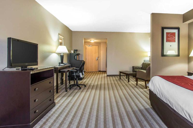 Comfort Suites - Room - 12