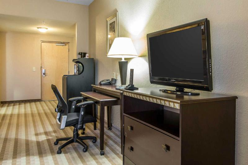 Comfort Suites - Room - 10