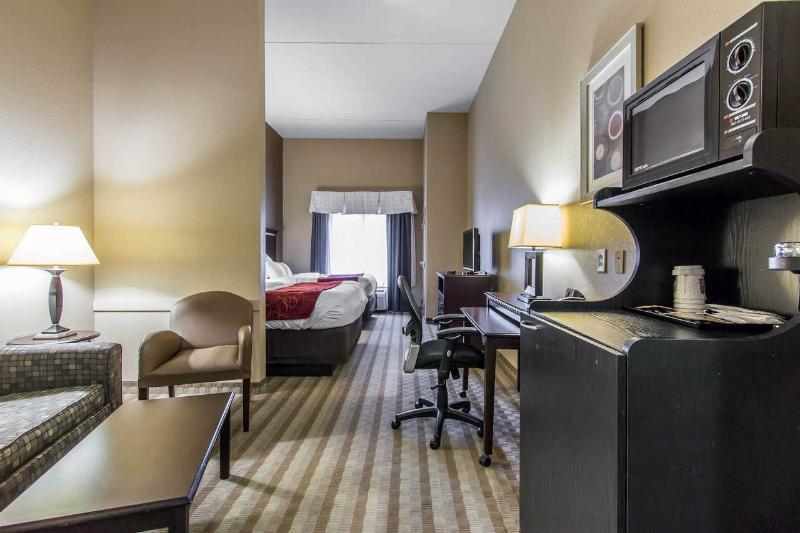 Comfort Suites - Room - 11