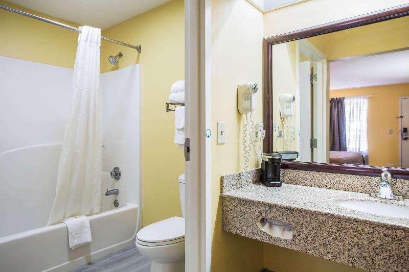Quality Inn - Room - 11
