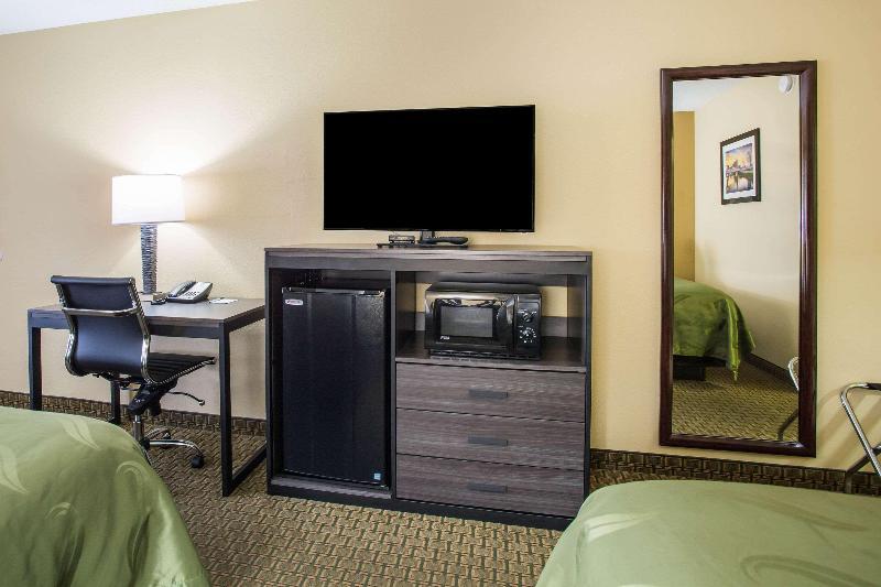 Quality Inn - Room - 9
