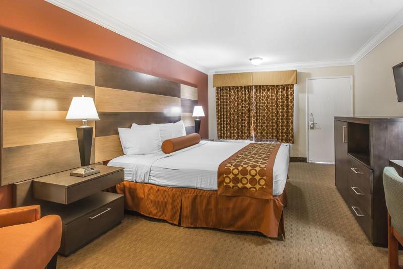 Room Rodeway Inn & Suites