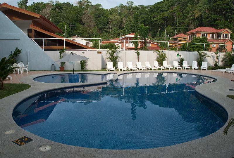 Pool Apartamentos Arrecifes Punta Leona