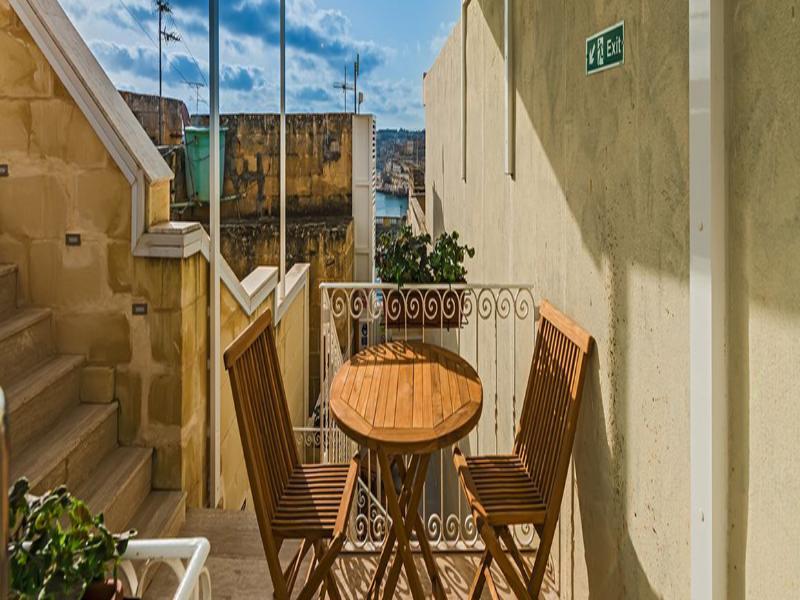 Terrace Valletta Merisi Suites