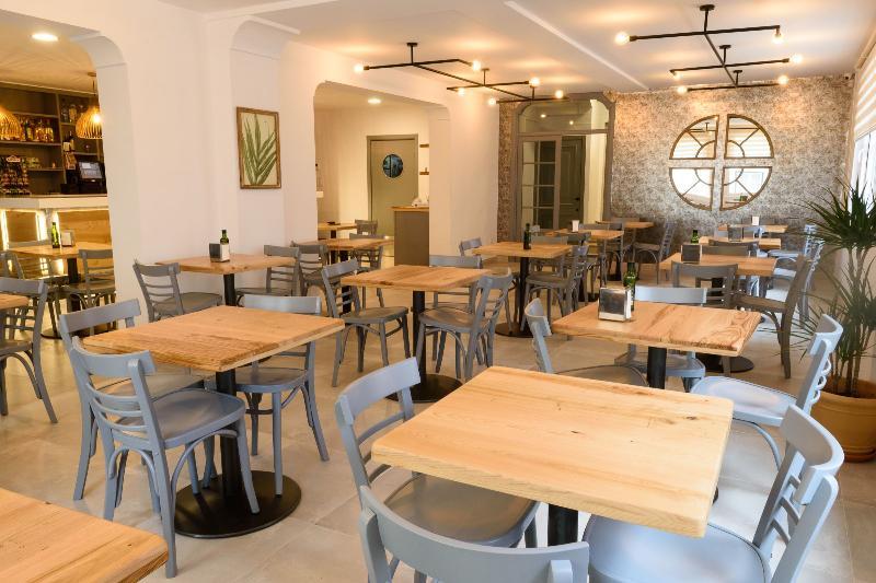 Hostal Restaurante La Isla S.L.