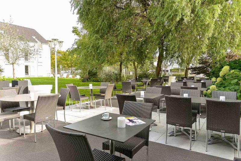 Terrace Inter-hotel Paris Parc Des Expositions Villepinte