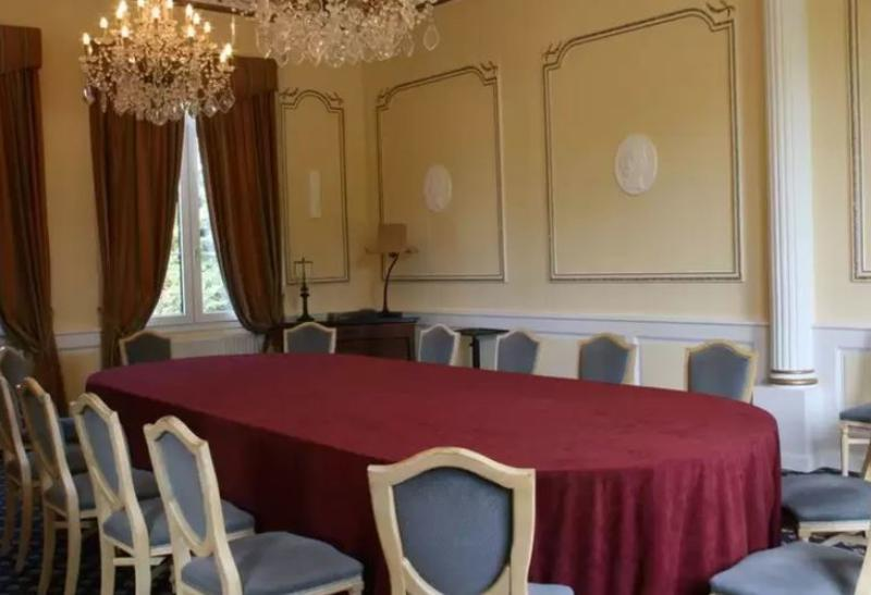 CHATEAU DE SULLY - Conference - 4