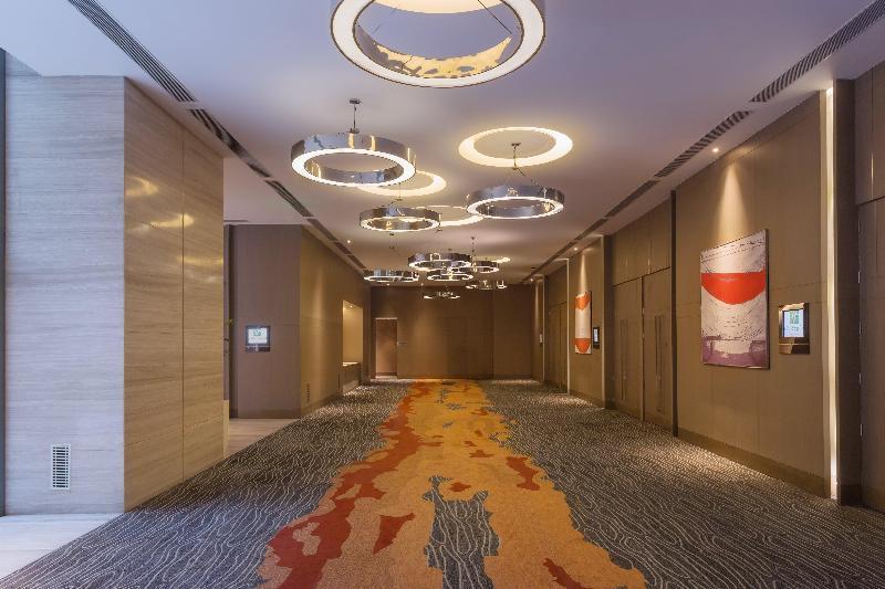 Lobby Holiday Inn New Delhi International Airport