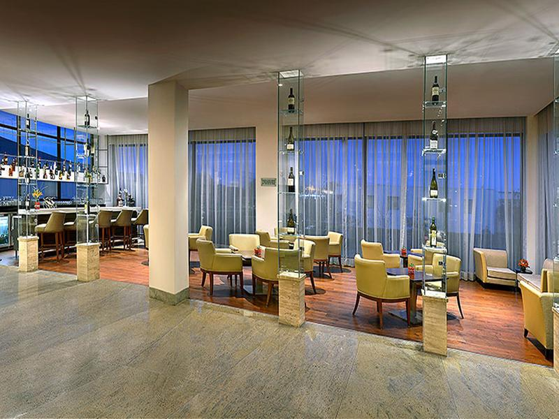Bar Four Points By Sheraton New Delhi Airport Highway