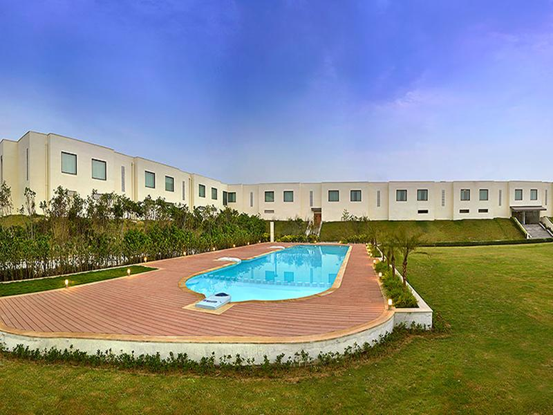 Pool Four Points By Sheraton New Delhi Airport Highway