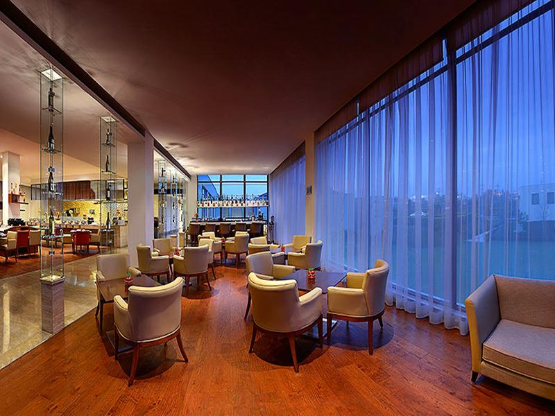 Restaurant Four Points By Sheraton New Delhi Airport Highway