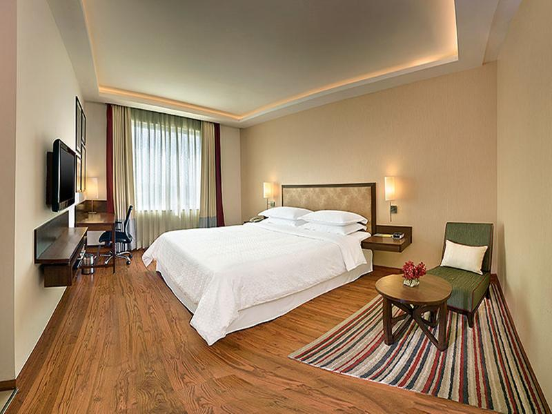 Room Four Points By Sheraton New Delhi Airport Highway