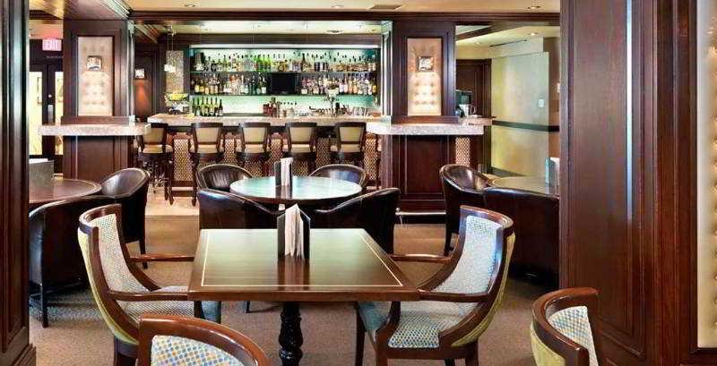 Bar Chateau Victoria Hotel & Suites