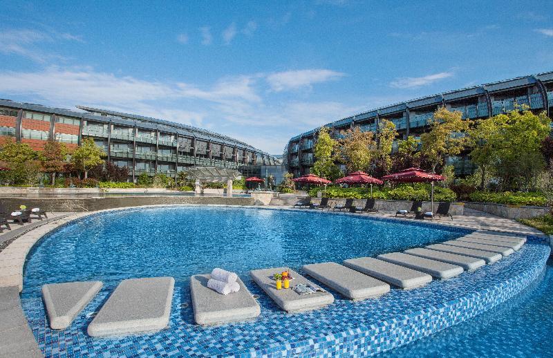 Crowne Plaza Shanghai Harbour City - Pool - 15