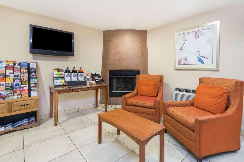 Lobby Baymont Inn & Suites Santa Fe