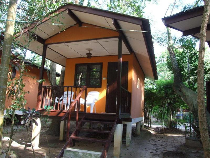 General view Moonhut Bungalows
