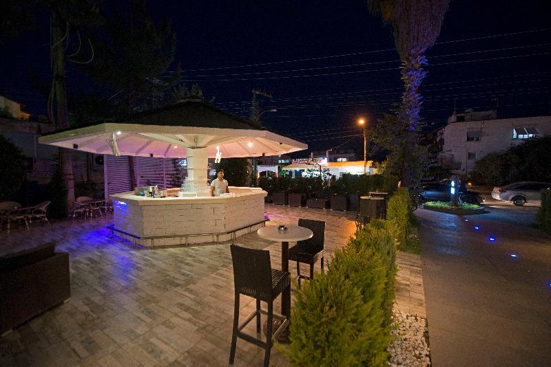 CLE Resort Hotel - Bar - 2