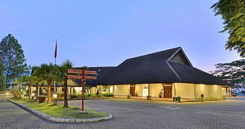 Grand Trawas Hotel