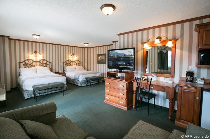General view Mount Robson Inn