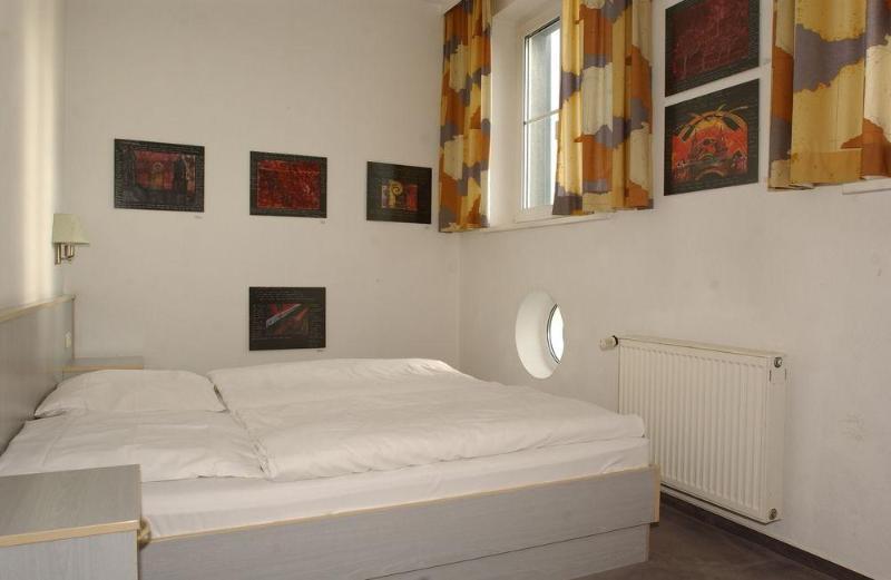 East Side - Room - 7
