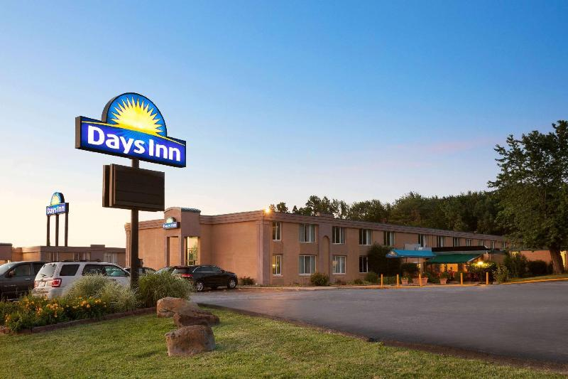 General view Days Inn By Wyndham Willoughby/cleveland