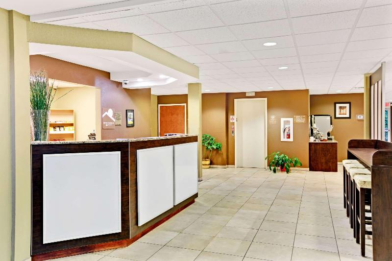 Lobby Microtel Inn & Suites By Wyndham Bryson City