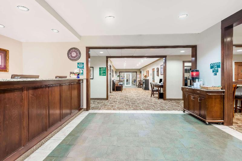 Lobby Hawthorn Suites By Wyndham Akron/seville